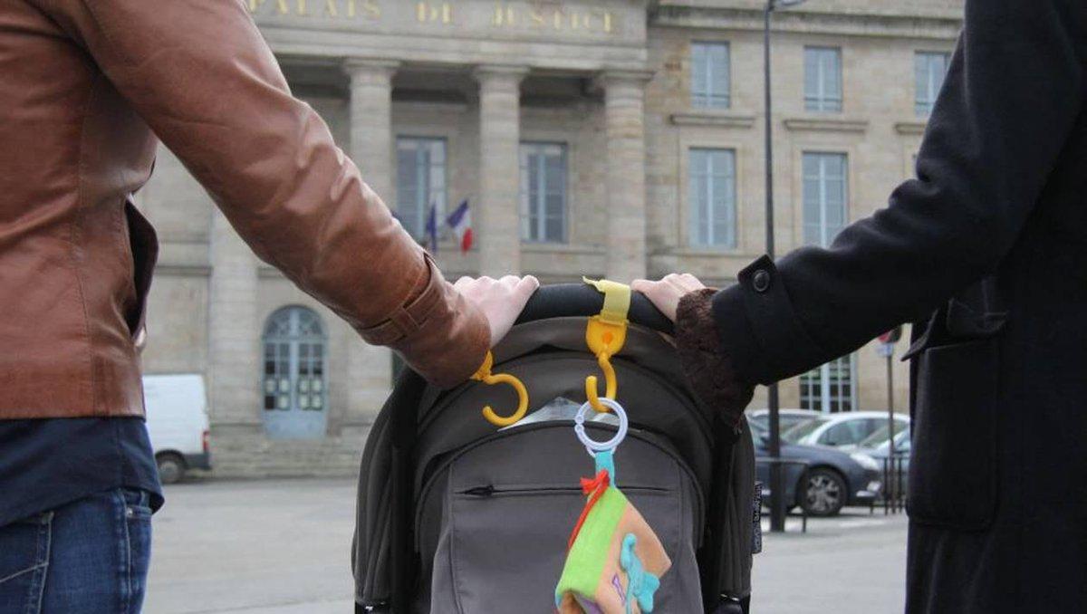 Во французских школах родителей станут официально называть «Родитель №1» и «Родитель №2» вместо «мать» и «отец».