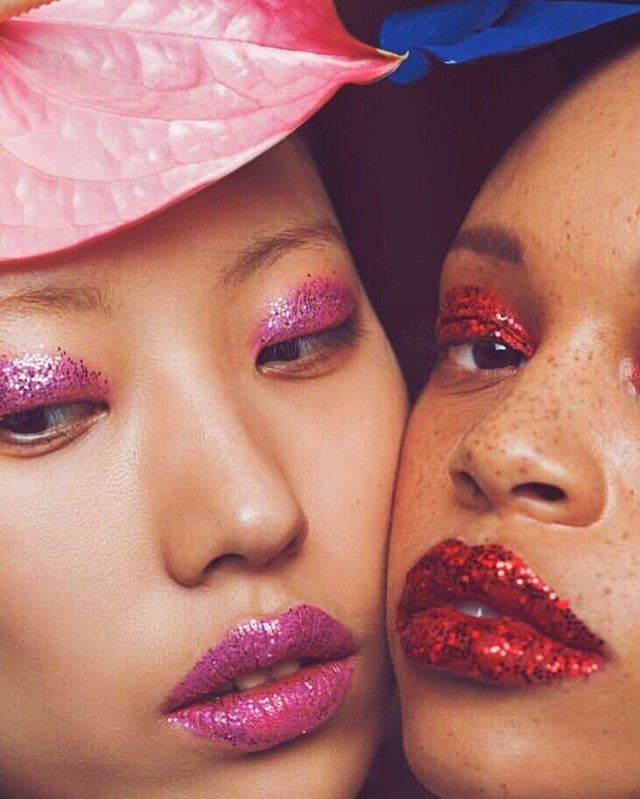 Pink and red and glitter all the way!! IT FRIIDAY!! Love this RG @andrewarthur ❤️🌸 . . . . #pinkeverything #rodarte #makeup #glitter #inspiration #hoodmorning #fridaymood #feelfabulous #glitterlipstick #inspired #tgif #fashion #fashionphotography #di… http://bit.ly/2V0Ab3L