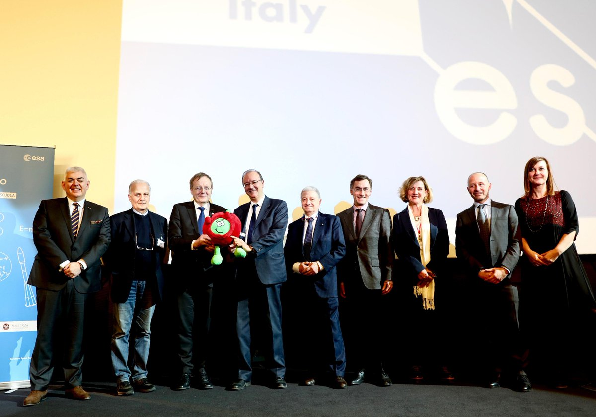 ESA and @ASI_spazio officially launched the European Space Education Resource Office (ESERO) in Italy yesterday. At the event, over 250 students and teachers learned about Italian and European space activities with @ESA__Education See https://t.co/vI5DdDZuUW (in Italian)