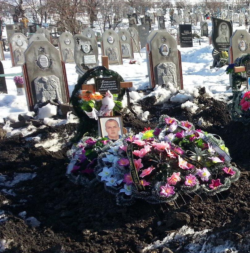 Один український воїн зазнав поранення, знищено вісім найманців РФ і дві одиниці техніки, за добу терористи здійснили 14 обстрілів, - штаб ООС - Цензор.НЕТ 6538
