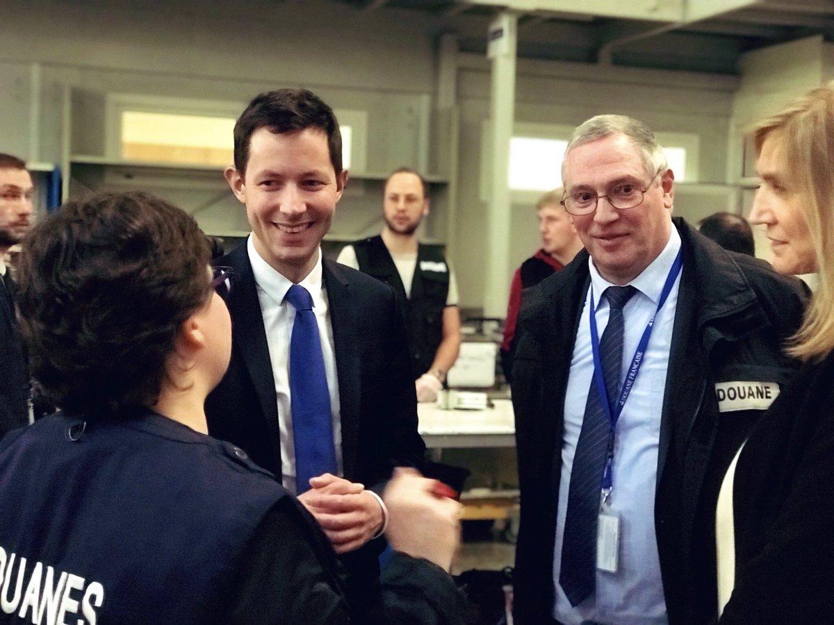 La frontière de l'Europe est aussi à Roissy, l'un des plus importants aéroports du monde. Au contact aujourd'hui des professionnels qui y assurent notre protection, notre sécurité et notre rayonnement international, avec @AgnesEvren et  @ArnaudDanjean