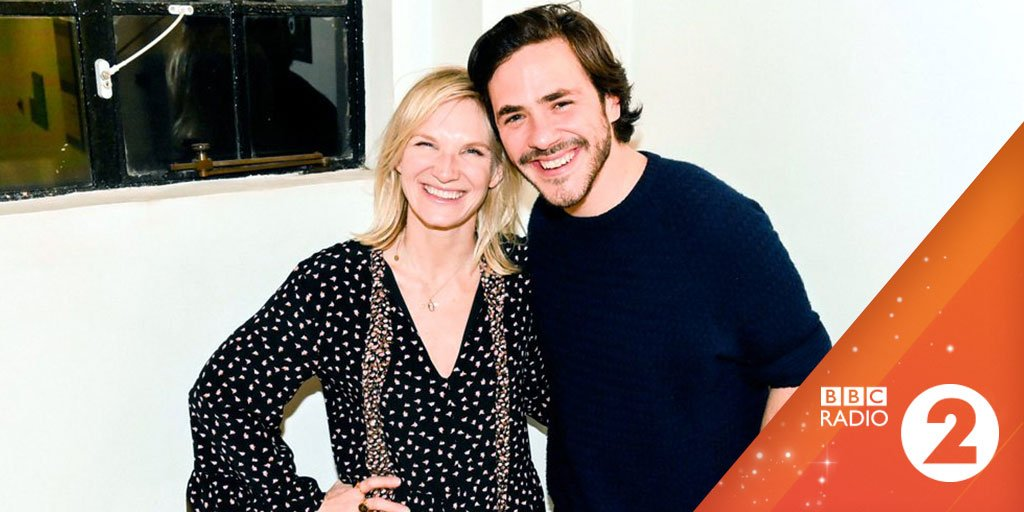🎶 @JackSavoretti's kids stayed up late to hear their Dad play live on the radio. So cute 💕    🎧 Hear his beautiful live performance of 'Candlelight' with @jowhiley on @bbcmusic:  https://t.co/RRCp1jVtND