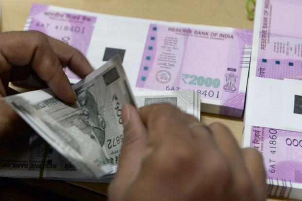 Panel recommends national minimum wage of ₹9750 per month  https://www.livemint.com/politics/policy/panel-recommends-national-minimum-wage-of-rs-9750-per-month-1550237167911.html…