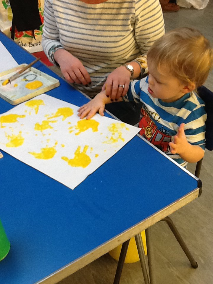 Little Ducklings had lots of fun today experimenting with handprints and paint! 🖌️🎨