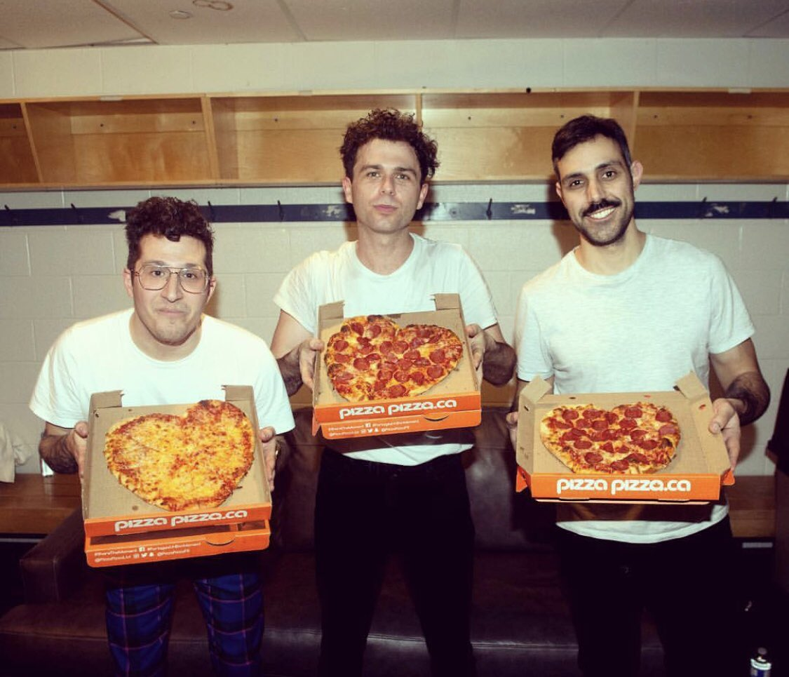 The @arkellsmusic know how to spend Valentine's Day ❤️🍕