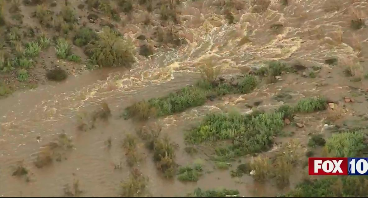 RIGHT NOW: SkyFOX is checking out flooded roads and washes in the Valley. #LIVE VIDEO: https://t.co/ZiD8NDejmV