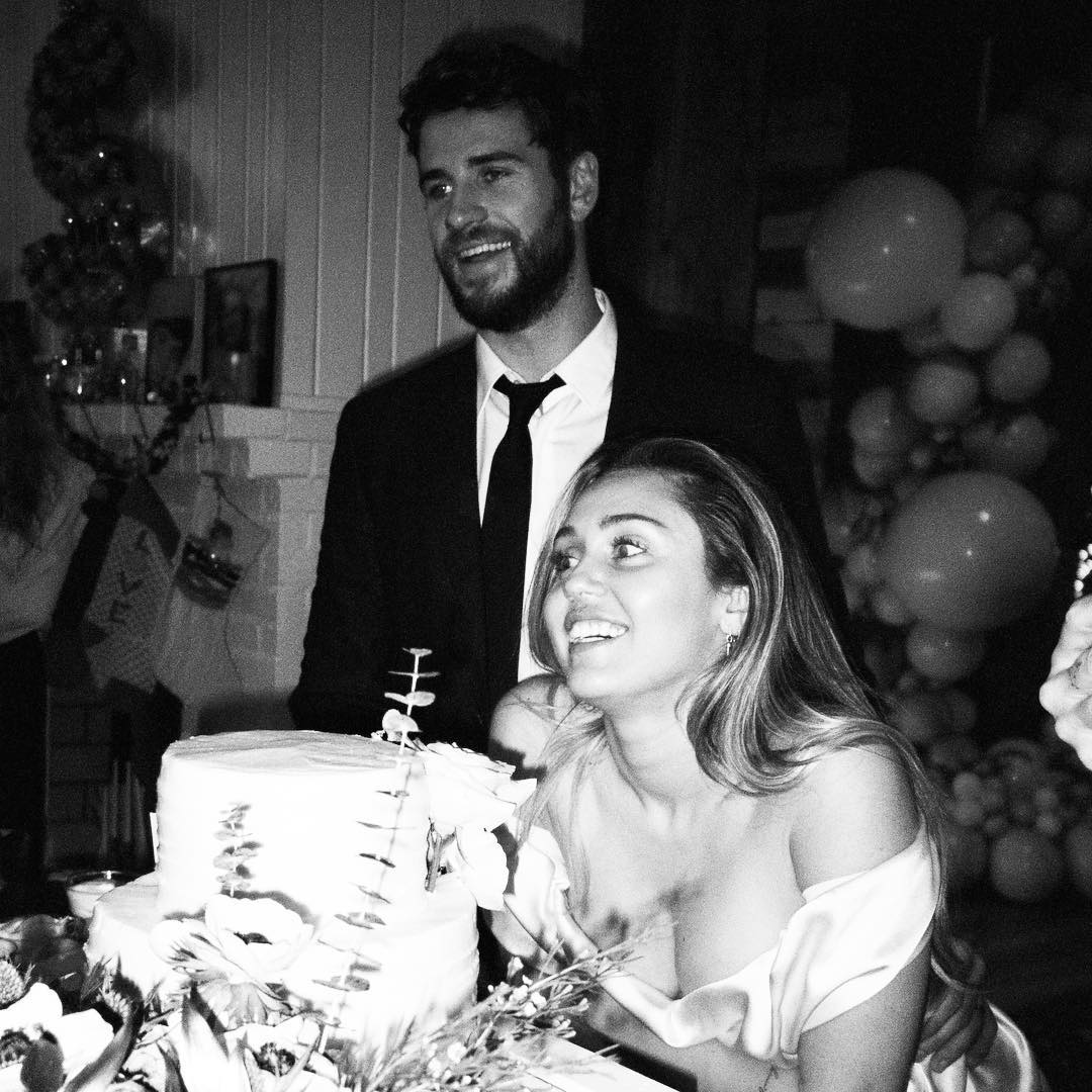 .@MileyCyrus marked #ValentinesDay with some new wedding photos of her and @LiamHemsworth: https://on.mtv.com/2Eb97JE 🌹