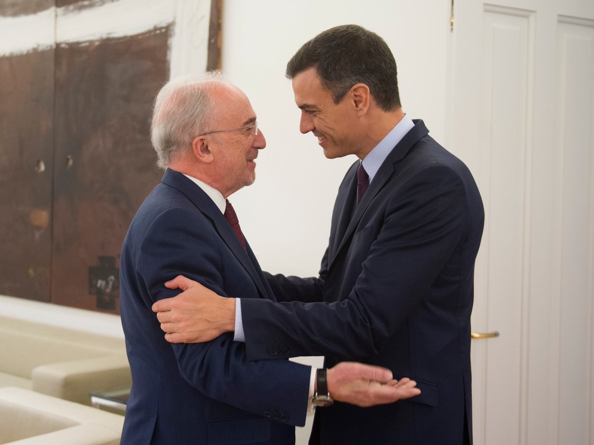 Hoy he recibido en La Moncloa al presidente de la @RAEinforma, Santiago Muñoz Machado. Le he transmitido mi deseo y el de todo el Gobierno de que bajo su dirección la RAE continúe su labor unificadora y fomente la creación de academias en cada uno de los países de Latinoamérica.