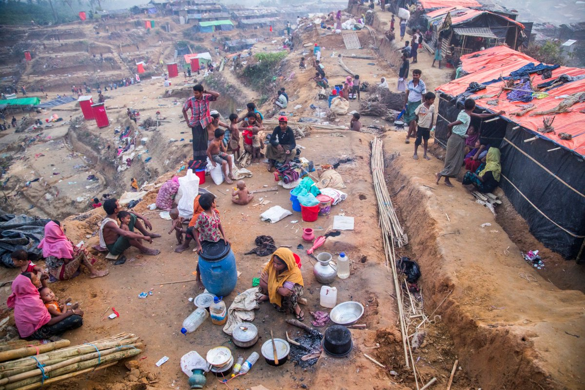 Cox's Bazar in #Bangladesh is the largest & most densely populated refugee camp in the 🌏, hosting more than 900,000 #Rohingya refugees. We provide food assistance to more than 95% of these refugees each month, who depend on this food to survive.