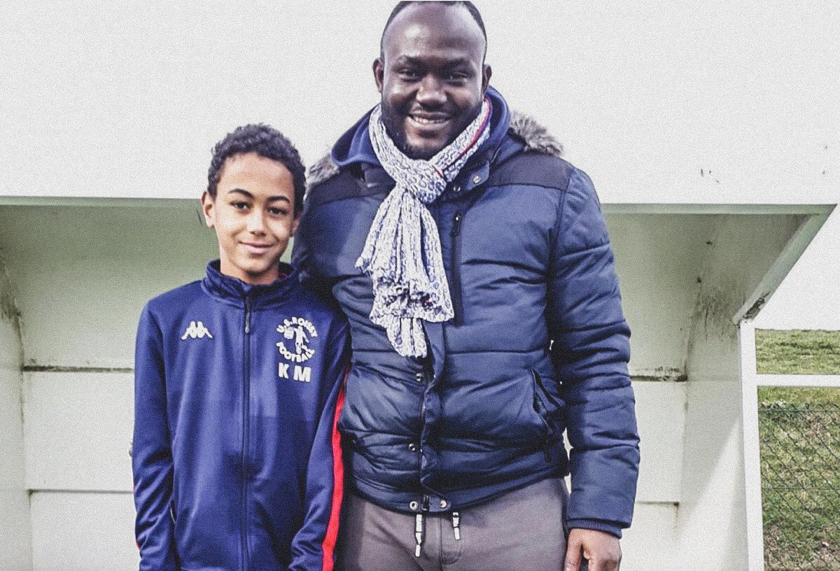 🇫🇷 @PSG_inside are looking to sign Kylian Mbappe.  👦 An 11-year old who shares the same name as the current @PSG_inside star.  👀 He also lives in the same city where @paulpogba grew up.  😰 No pressure.