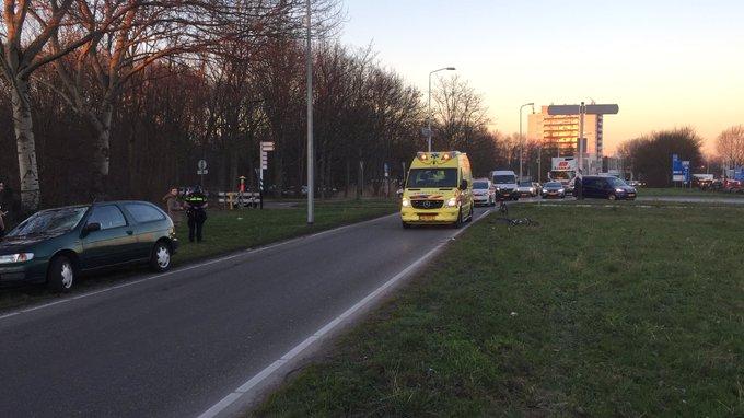 Ongeluk aan de Poeldijkseweg Den Haag zorgt voor afsluiting N464 richting Westland. https://t.co/8d510pgoGK