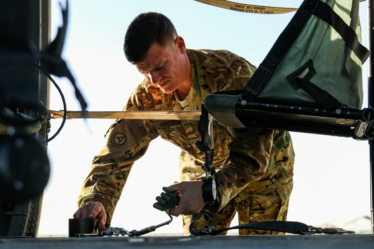 Photo of the Day: Staff Sgt. Bradley Griffith, of the @KansasGuard, secures a UH-60 Black Hawk helicopter at Camp Buehring, Kuwait.  https://t.co/tEtfpr1BKS