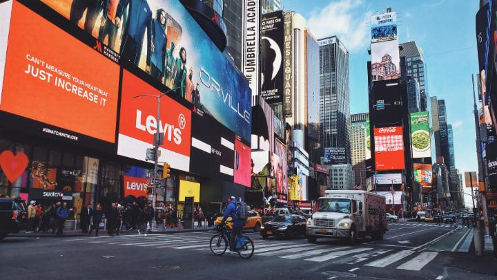 Embrace that #FridayFeeling! Some say the secret to happiness is having something to look forward to - get ahead of your weekend plans and check out what's happening in #TimeSquare: https://bit.ly/2mXZLY8