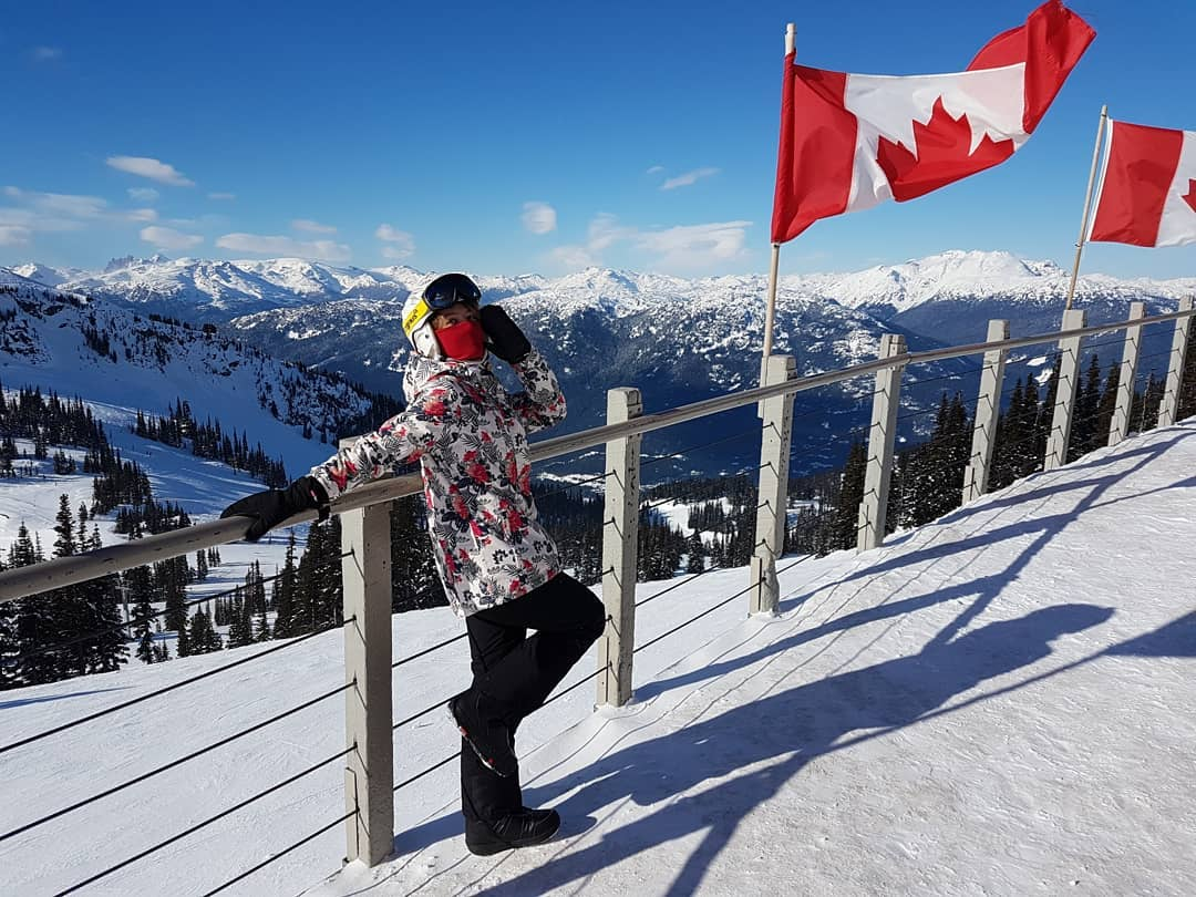 Today is #NationalFlagDay, and we know just the way to celebrate! Grab your camera and join the @CdnHeritage challenge by posting a creative group shot or selfie with the #CanadianFlag – we can't wait to see what you come up with!  📷pinku.chuu/IG