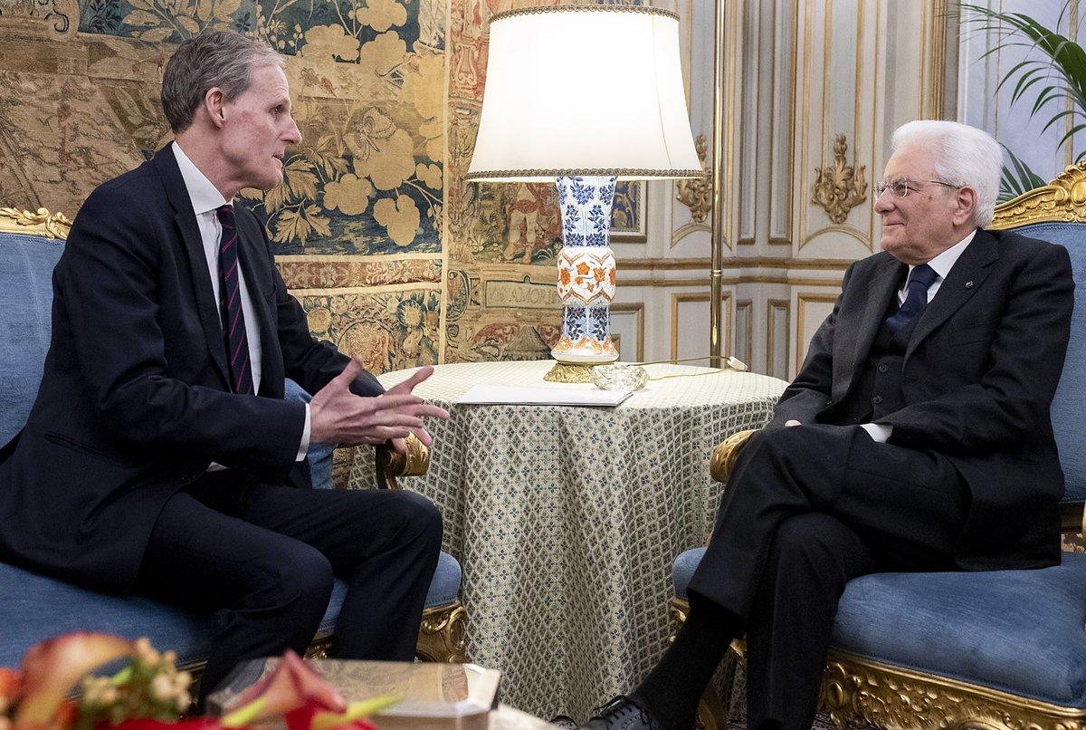 Il Presidente #Mattarella ha ricevuto al #Quirinale l'Ambasciatore di #Francia in Italia Christian Masset che gli ha consegnato una lettera del Presidente  #Macron di invito a compiere una visita di Stato in Francia. Il Presidente Mattarella ha cordialmente accettato l'invito