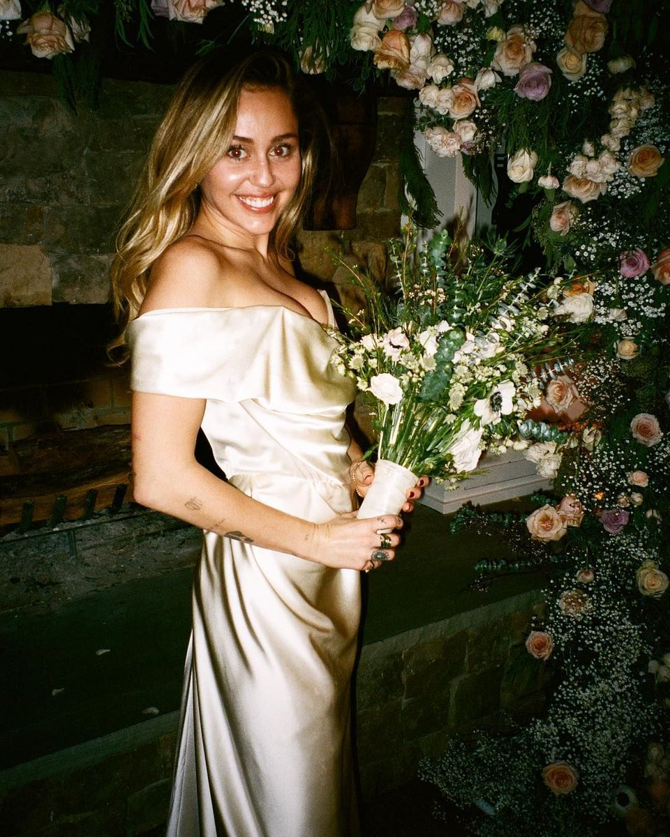 Miley Cyrus Shares New Wedding Pics https://t.co/aJS5y4aMKI
