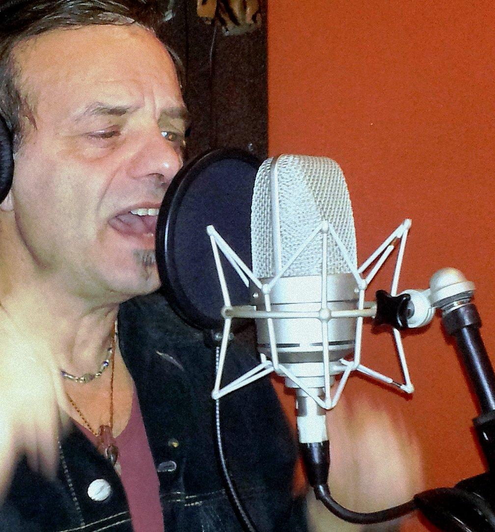 TRACKING VOCALS #vocals #singing #bandcamp #heartsotrue #streaming & #Downloads ->https://frankfalvo.bandcamp.com/album/heart-so-true… …#NewMusic #Spotify #AppleMusic #NewAlbum #frankfalvo #music #MusicPromo #Studio #NewMusic #musicians #London #Melbourne #NewYork #Nashville #LosAngeles #singersongwriter