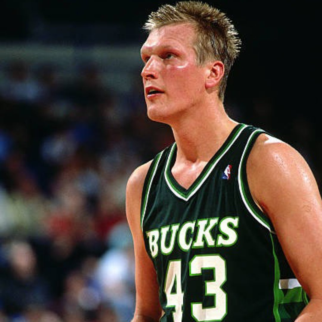 Congratulations to Jack Sikma on being named a @Hoophall finalist!!  #19HoopClass