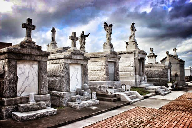 Exploring #NewOrleans history in it above ground #cemeteries --> http://bit.ly/1XTKB13 #Travel #NOLA #Photo