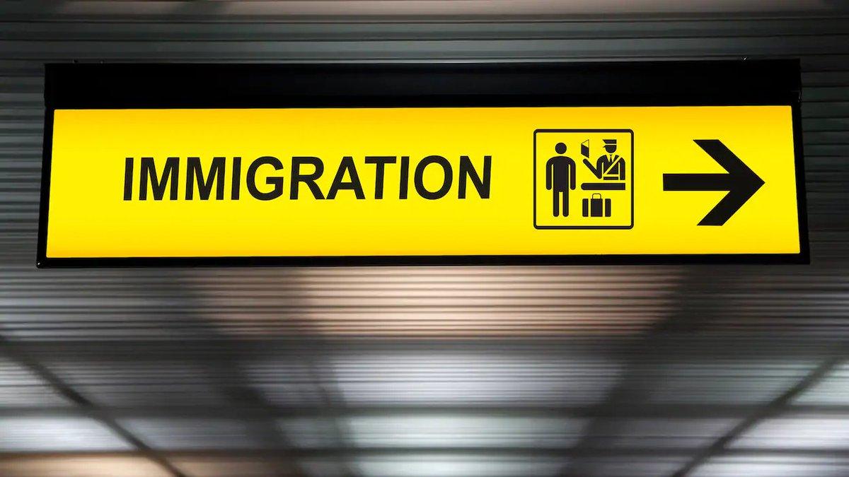 De quand datent les 18000 dossiers d'immigration que veut jeter à la poubelle le gouvernement Legault? Environ 150 ont été envoyés avant 2011 et moins du tiers traînent depuis plus de trois ans #polqc  https://ici.radio-canada.ca/nouvelle/1153313/dossiers-immigration-traitement-jolin-barrette-gouvernement…
