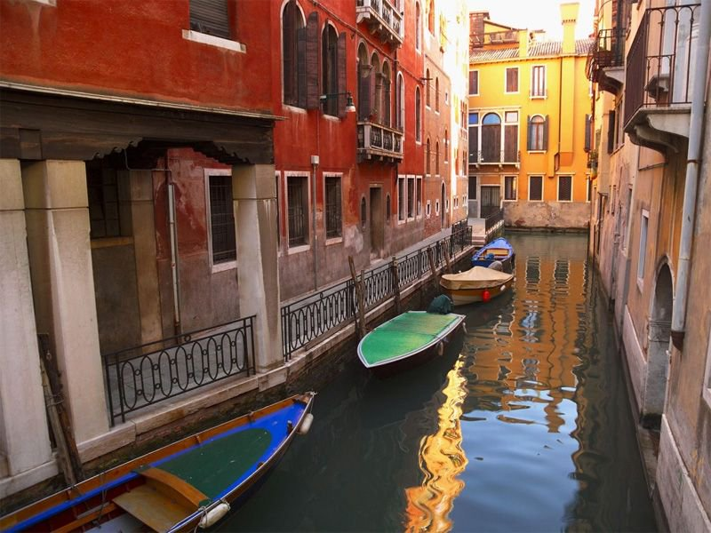 Private street, oh I mean canal in Venice. Venice is an excellent place to photograph. #Italy @veneziaunica #travel #traveling #traveltheworld #travelphoto #photo #love