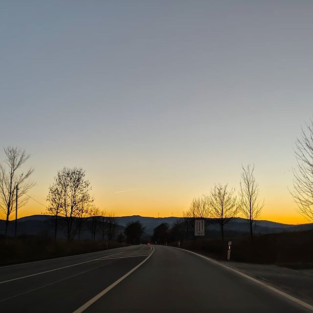 . . @prilaga  #roadtrip #prilaga #sun #bestoftheday #amazing #nature #awesome #road #driving #sunset_pics #horizon #drivinghome #bringmethehorizon #photooftheday #sunsetoftheday #instapic #sunset #xiaomi #pocophonef1 #gcam #nofilter http://bit.ly/2DK8kxS