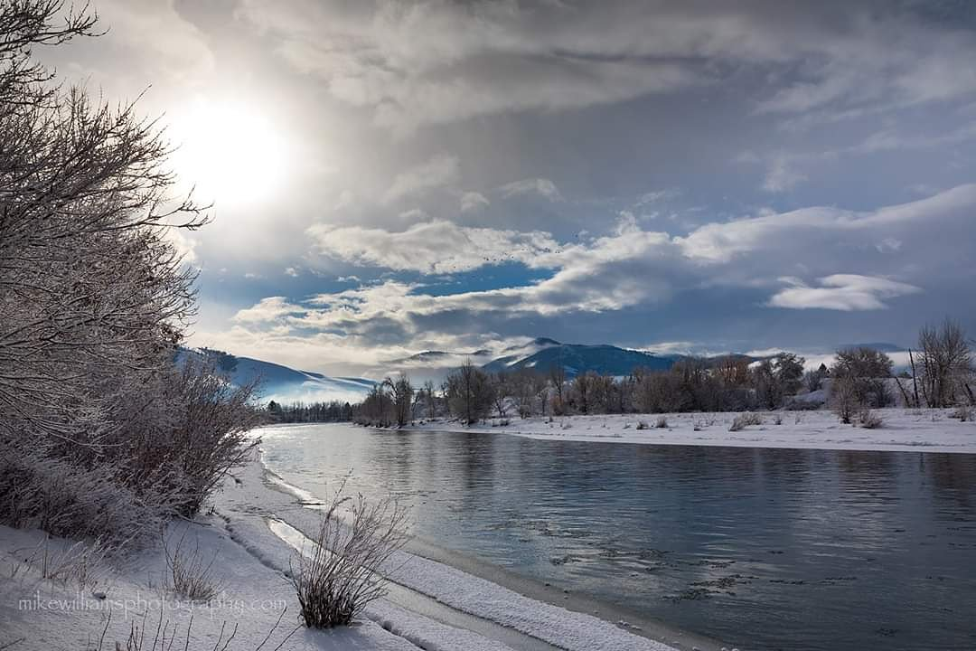 Sunrise on the Clark Fork River this morning. #MontanaMoment #mikewilliamsphotography #canonphotography #highcountry #clarkforkriver #winter #sunrise #river #missoula