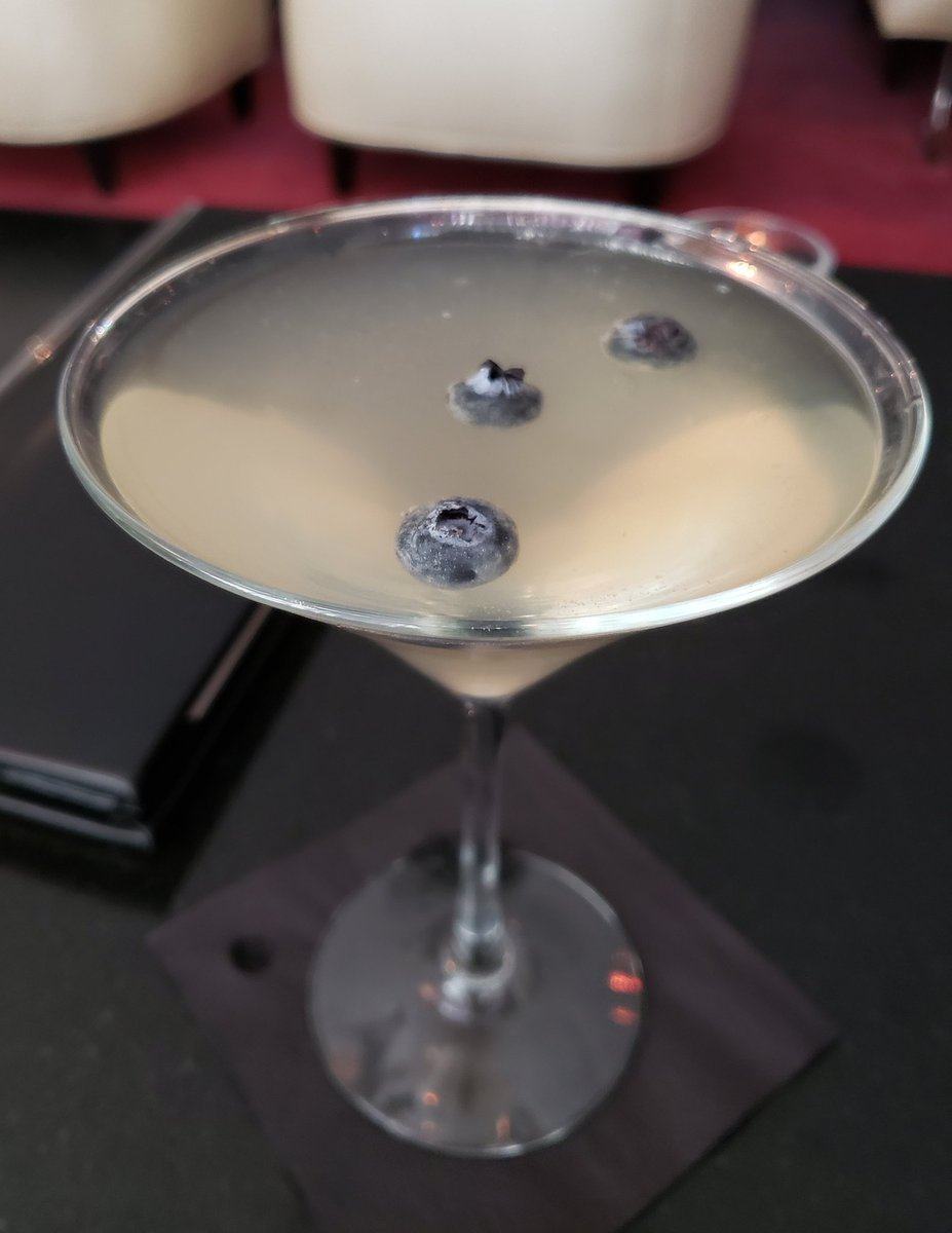 Bluephoria .... elderflower #liqueur,  blueberry, #vodka  .... really delicious!!  #HappyHour #FridayFeeling #friday #weekendvibes #weekend #elegance – at W Minneapolis - The Foshay