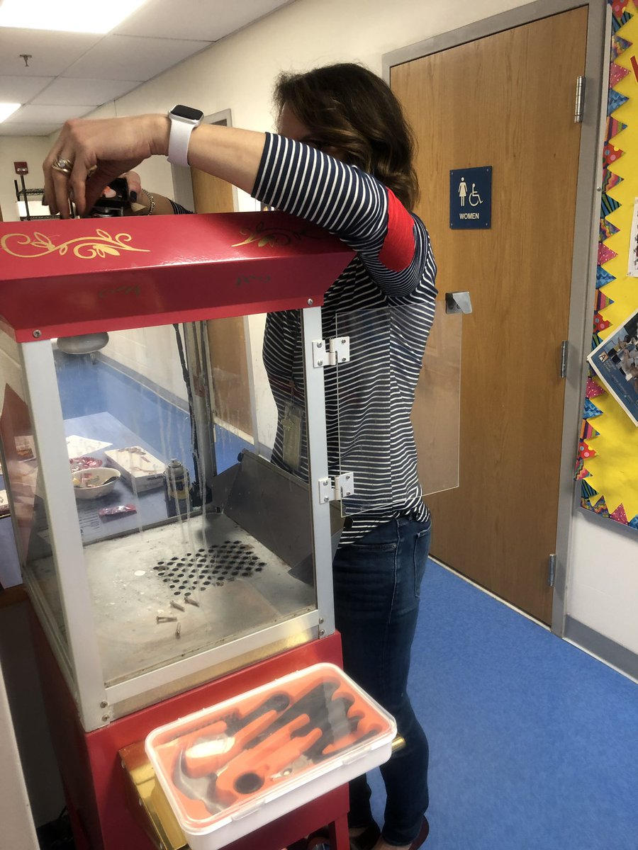 The popcorn machine broke at Glebe.... no worries, Ms. Rutzen fixed it! Kindergarten teachers can fix anything! <a target='_blank' href='http://twitter.com/glebepta'>@glebepta</a> <a target='_blank' href='http://search.twitter.com/search?q=GlebeEagles'><a target='_blank' href='https://twitter.com/hashtag/GlebeEagles?src=hash'>#GlebeEagles</a></a> <a target='_blank' href='http://twitter.com/Glebekdg'>@Glebekdg</a> <a target='_blank' href='https://t.co/6kbY6VAwP5'>https://t.co/6kbY6VAwP5</a>