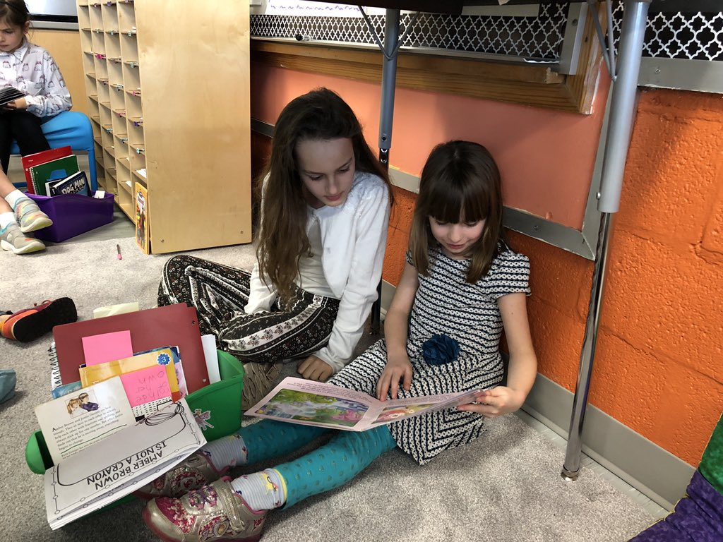 Such a fun way to spend a Friday afternoon: reading with friends in <a target='_blank' href='http://twitter.com/MrsEdmonds2nd'>@MrsEdmonds2nd</a>'s class! <a target='_blank' href='http://twitter.com/AbingdonGIFT'>@AbingdonGIFT</a> <a target='_blank' href='https://t.co/OiHJgttktf'>https://t.co/OiHJgttktf</a>