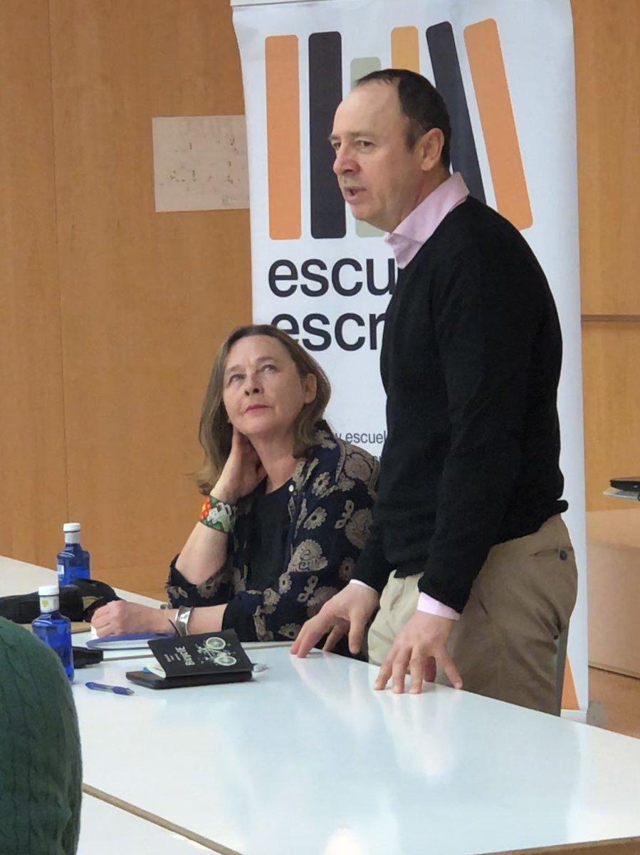 """#JesúsPérez de la @EscuelaEscritores de #Burgos con Carola Aikin en el @museoevolucion   Ciclo """"Los qué cuentan"""" #MEHMola"""