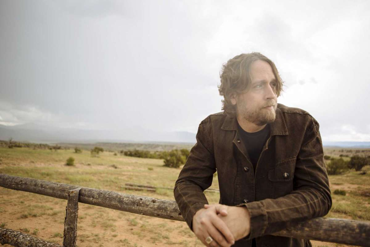 """Houston singer-songwriter @HayesCarll finds joy in the journey...   Carll plays 3 shows in the Houston area starting TONITE at @ContClubHouston supporting """"What It Is,"""" his 6th album https://www.houstonchronicle.com/entertainment/music/article/Houston-singer-songwriter-Hayes-Carll-finds-joy-13611985.php?utm_campaign=CMS%20Sharing%20Tools%20(Premium)&utm_source=t.co&utm_medium=referral… via @HoustonChron   #houston #texasmusic #htx #singersongwriter"""
