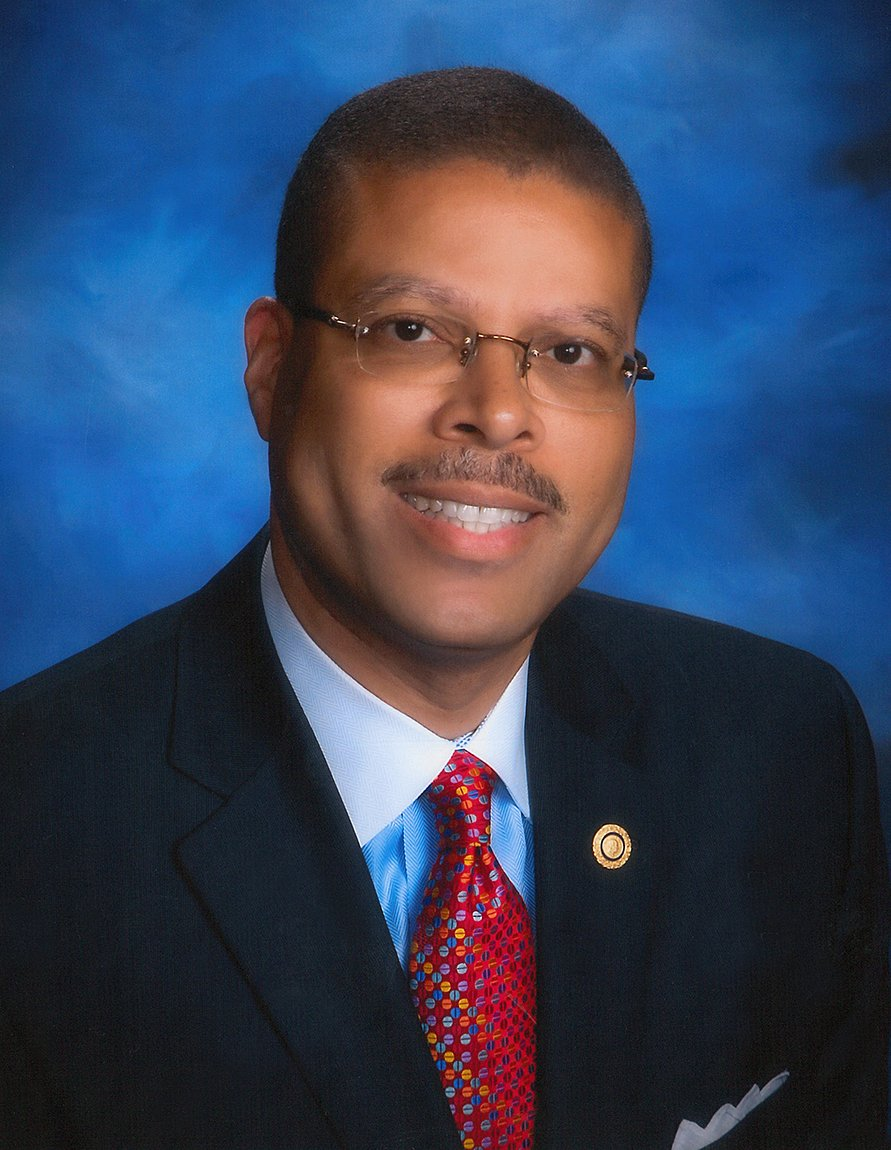 We are so proud of our superintendent, Dr. Jeffery Smith! It was announced today that he was selected by his colleagues as the Region II Superintendent of the Year for his work building accessible pathways to future ready learning in Hampton & for his leadership across the state.