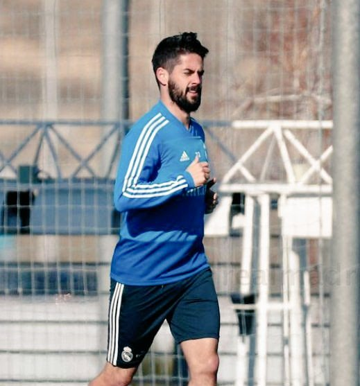 @isco_alarcon Stay strong man.. Work Hard and show the Manager you really deserve a spot in starting XI and your best is yet to come! We all are behind you.. Best of luck! ✌🏻 #Isco #RealMadrid
