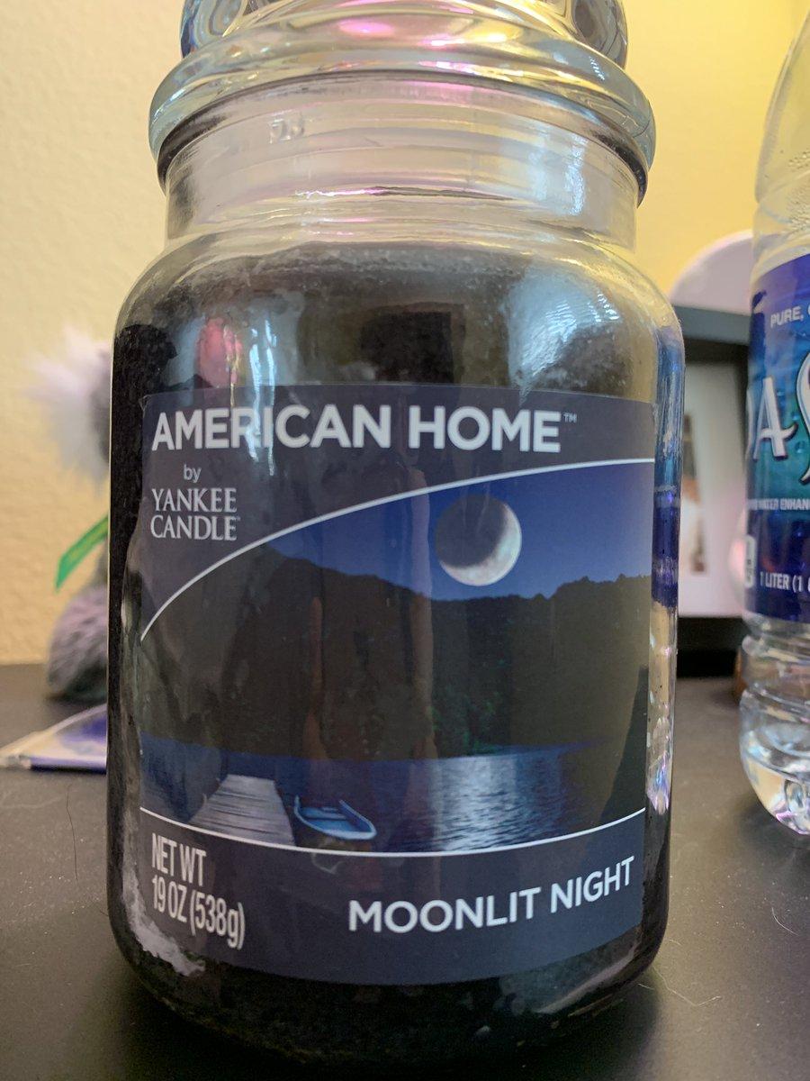 @thatbooganiac smell the moon 🌚