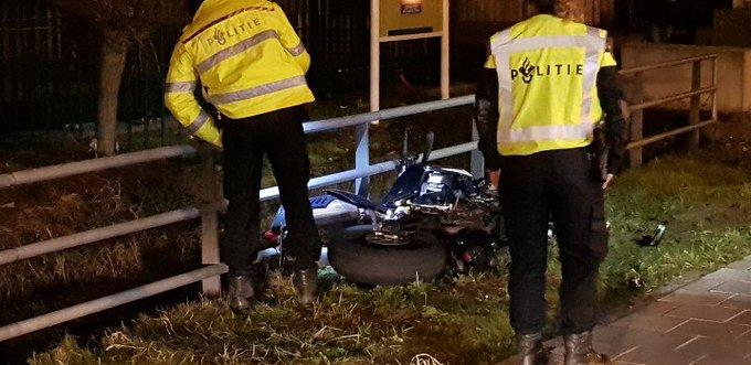 Galgeweg Naaldwijk. Aanrijding Motor/Auto Man gewond in ambulance. https://t.co/UdmUGCYpAW