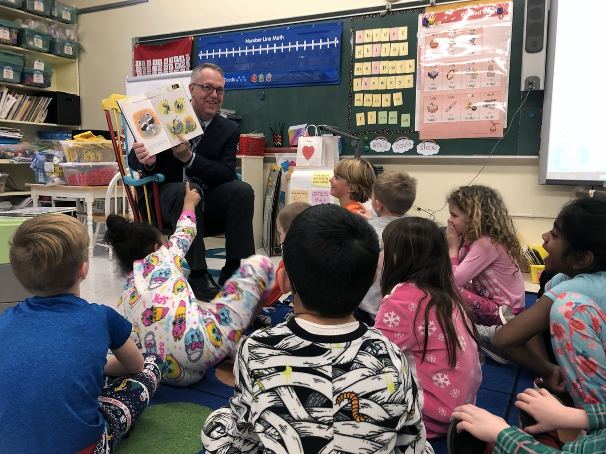 Highlight's from the 35th Annual Rockland Read-In: Guest reader @SOCSD_Supt visiting @Mrskuhnsclass4's first-graders and at @SOMS_News, reading in Italian in @SAvantifiori's class, analog and electronic readers in Carol Fagan's class and reading forts in @MrsHarris_SOMS' class!