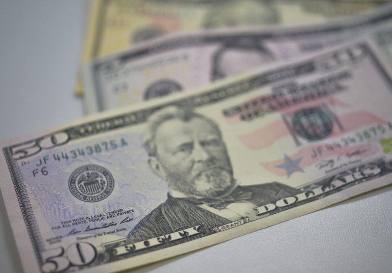 Ibovespa cai 0,5% e dólar recua a R$ 3,70 https://t.co/IR8xV4k3m5 📷 Arquivo/Agência Brasil