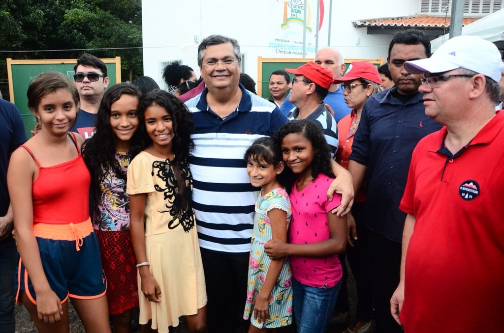Acabei de chegar da inauguração de mais uma Escola Digna, no município de Itapecuru. E vejam quem eu encontrei lá: essas meninas. Cheias de esperança e entusiasmo com a educação. Quero muito que elas fiquem no Brasil 🇧🇷