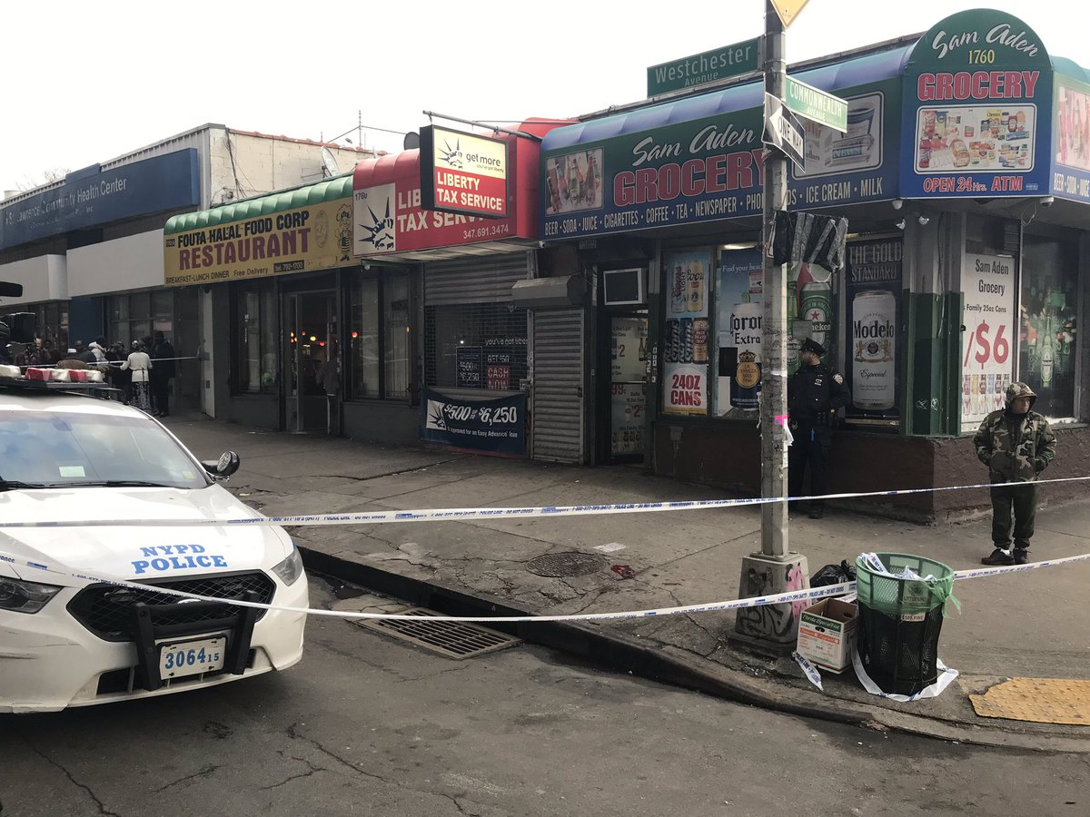 """BREAKING: Cops say a 70-year-old man was stabbed to death by a 31-year-old woman. Both were customers inside this bodega on Westchester Ave. in the Bronx. Workers say victim is a good guy; woman """"drinks and fights."""" Suspect fled but taken into custody by cops nearby."""