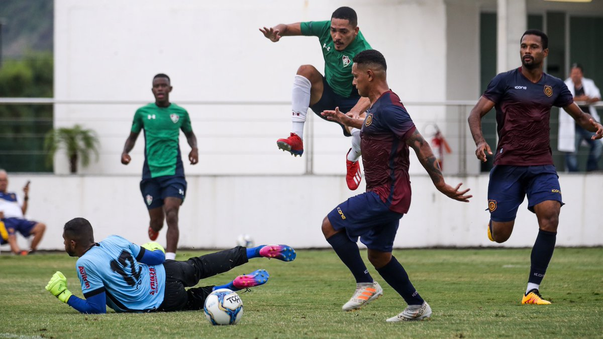 Após a classificação para a decisão da Taça Guanabara, o Fluminense se reapresentou nesta sexta-feira e fez um jogo treino contra o Madureira. Gilberto e Pablo Dyego marcaram na atividade, que terminou 2 a 1 para o Tricolor. #VamosFluzão 📷: Lucas Merçon/FFC