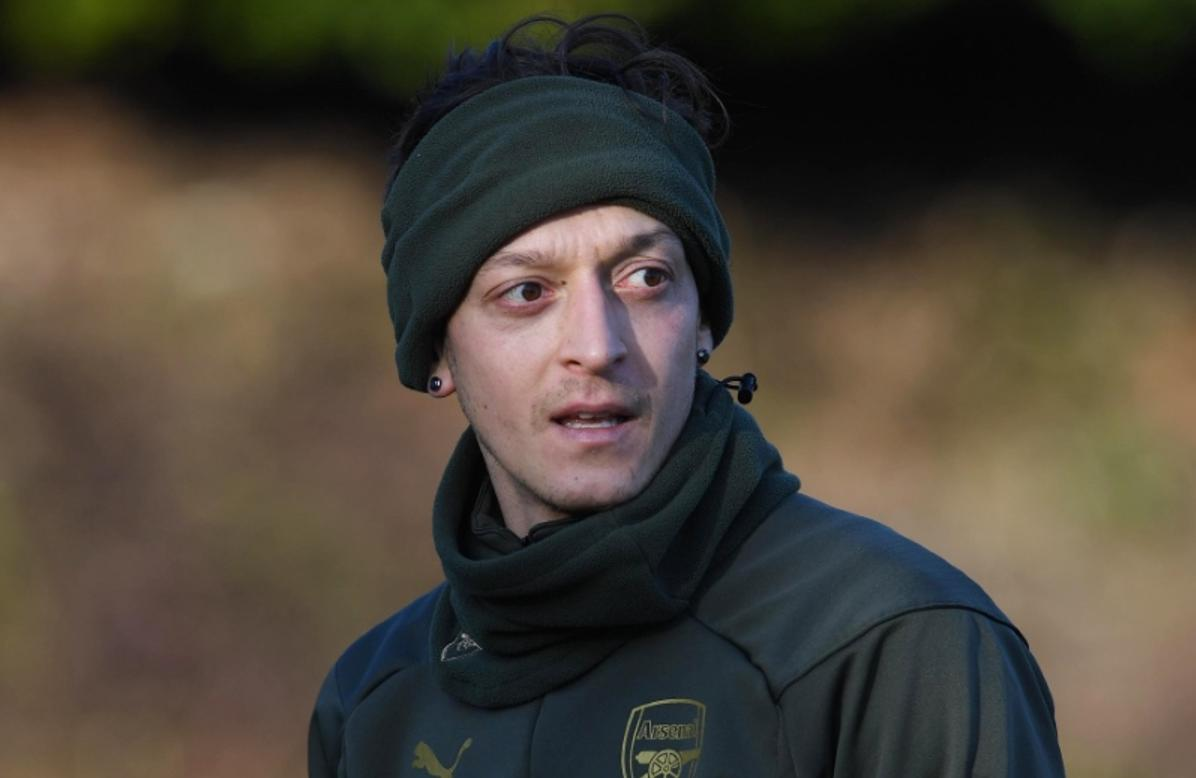 2) Stubborn Mesut Ozil still not interested in a loan move despite his Arsenal career hitting new low this week #AFC | @johncrossmirror http://bit.ly/2S5EDw7