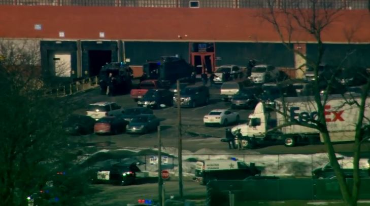 #UPDATE: Police have just said the shooter is the one person confirmed dead, according to @fox32news.  Previous story: At least 1 dead, multiple others injured in shooting at Illinois manufacturing business https://bit.ly/2DKw4BL