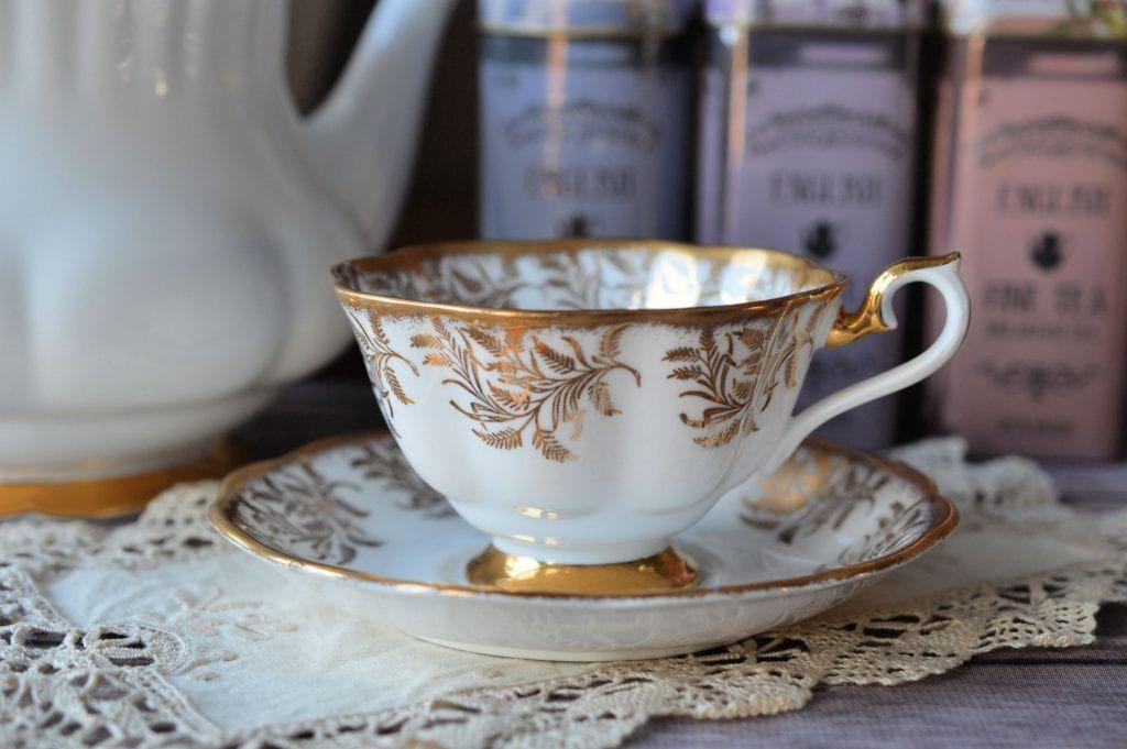 #Royal #Albert #Gold #Fern #Leaf #Teacup and #Saucer #antique #vintage #tea #cup https://buff.ly/2EtNUeq