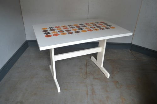 New Auction:mid Century #formica Flower Design Kitchen Table #vintage Only £95 http://rover.ebay.com/rover/1/710-53481-19255-0/1?ff3=2&toolid=10044&campid=5337432639&customid=001&lgeo=1&vectorid=229508&item=143093288988…