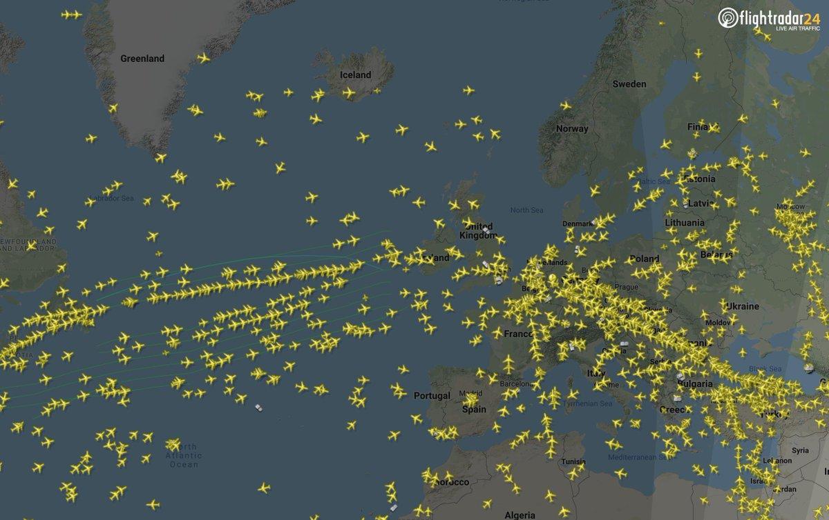 Flights converging on Europe as the weekend begins.  📡 https://t.co/e3YrOkCgM7