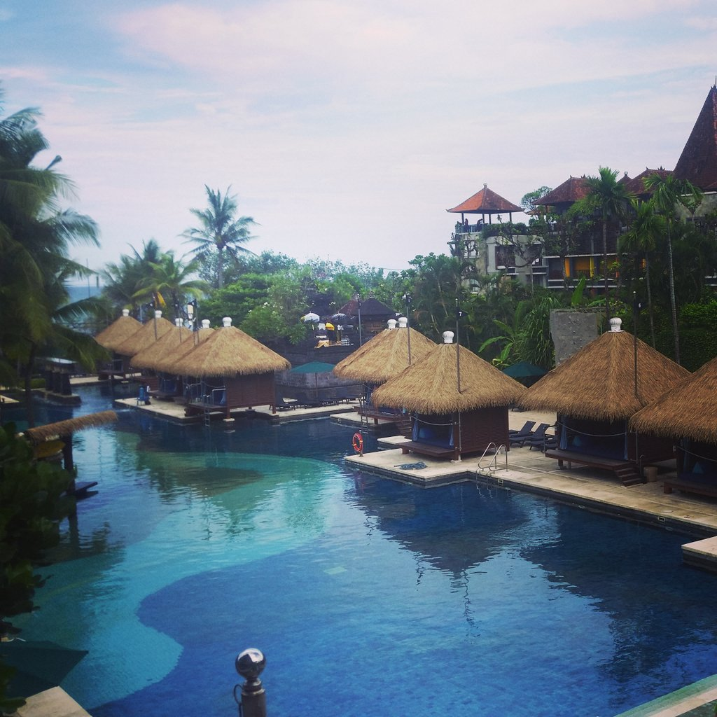 Taking the plunge 😄💙 @AlexandraHainsW ⤵ https://open.spotify.com/artist/7FGJ3cohEKchFdtZrQF7GF…  #pool #relax #relaxation #singersongwriter #Singer2019 #Singer #singers #lifestyle #fun #Enjoy #enjoylife #beyou #happy #photography #PhotographyIsArt #photographyislife #calm #BeHappy #Tropical #tropicale2019