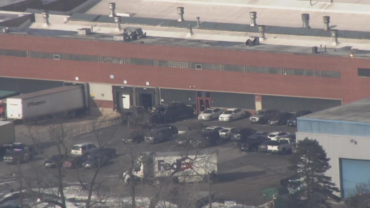 #BREAKING: Police confirm at least 5 people are dead following shooting in Aurora, Illinois https://trib.al/DPplJAW
