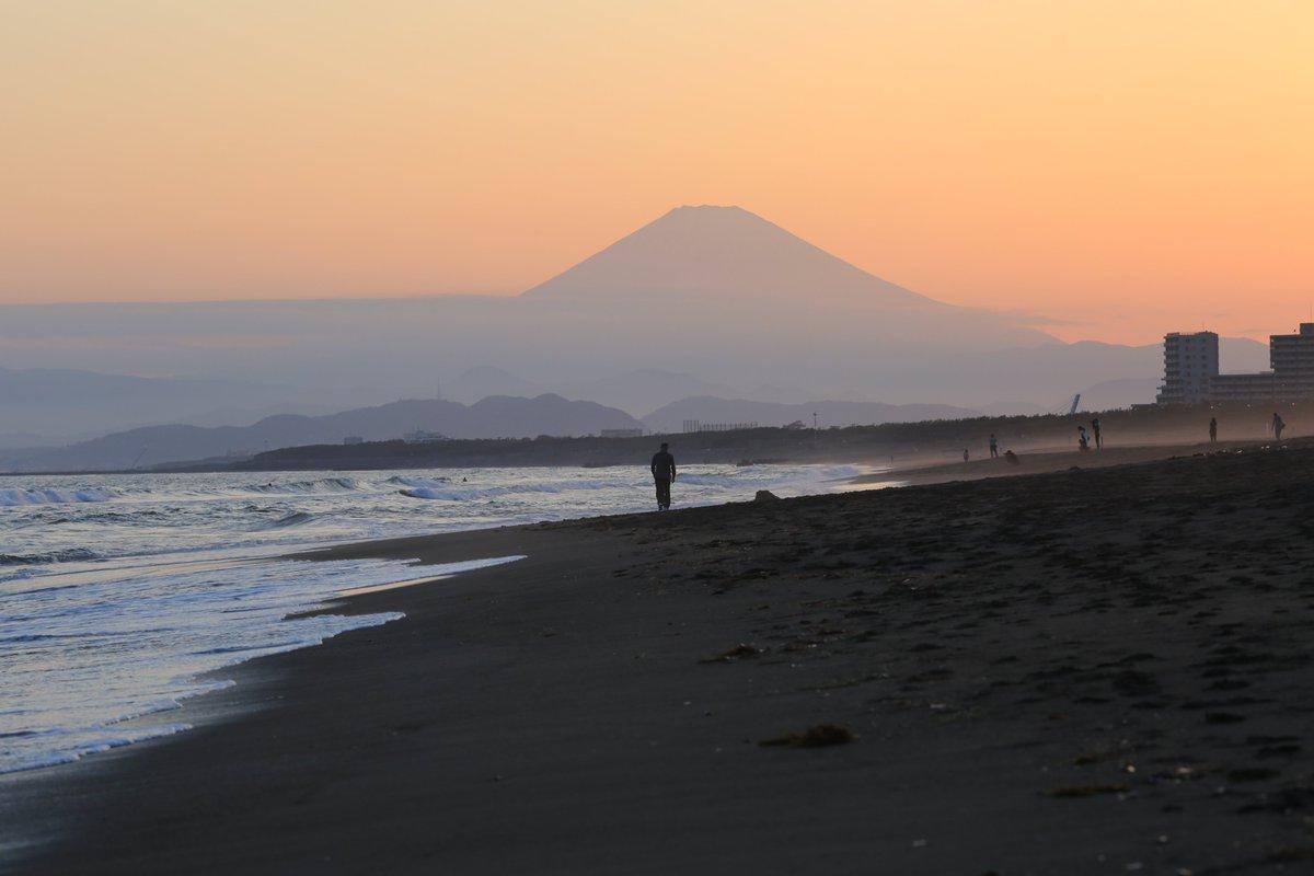 おはようございます。今日もよい日となりますように!! Good morning. I hope that you have a good day. (Photo: 辻堂海岸の夕方: Beach at Tsujido in the evening)