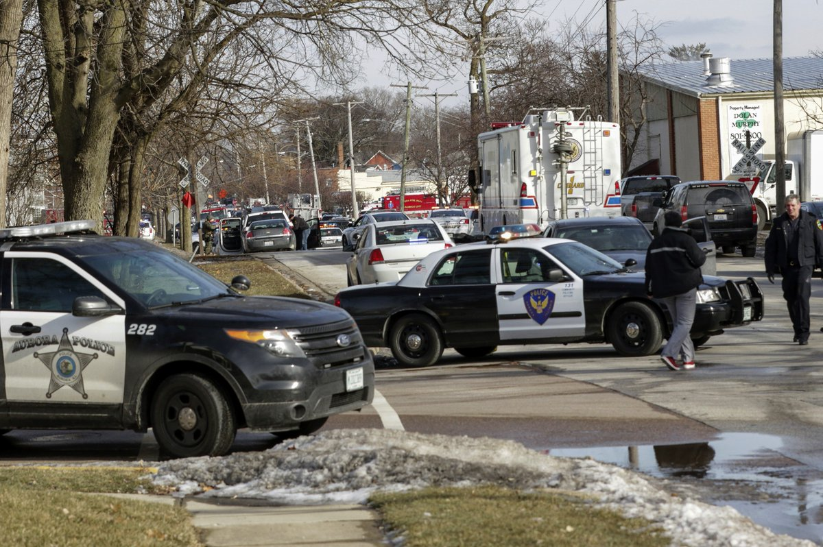 #BREAKING: Police chief says five people were killed in a shooting at a suburban Chicago business: https://www.abc4.com/news/officials-1-dead-4-police-wounded-in-illinois-shooting/1785450854…